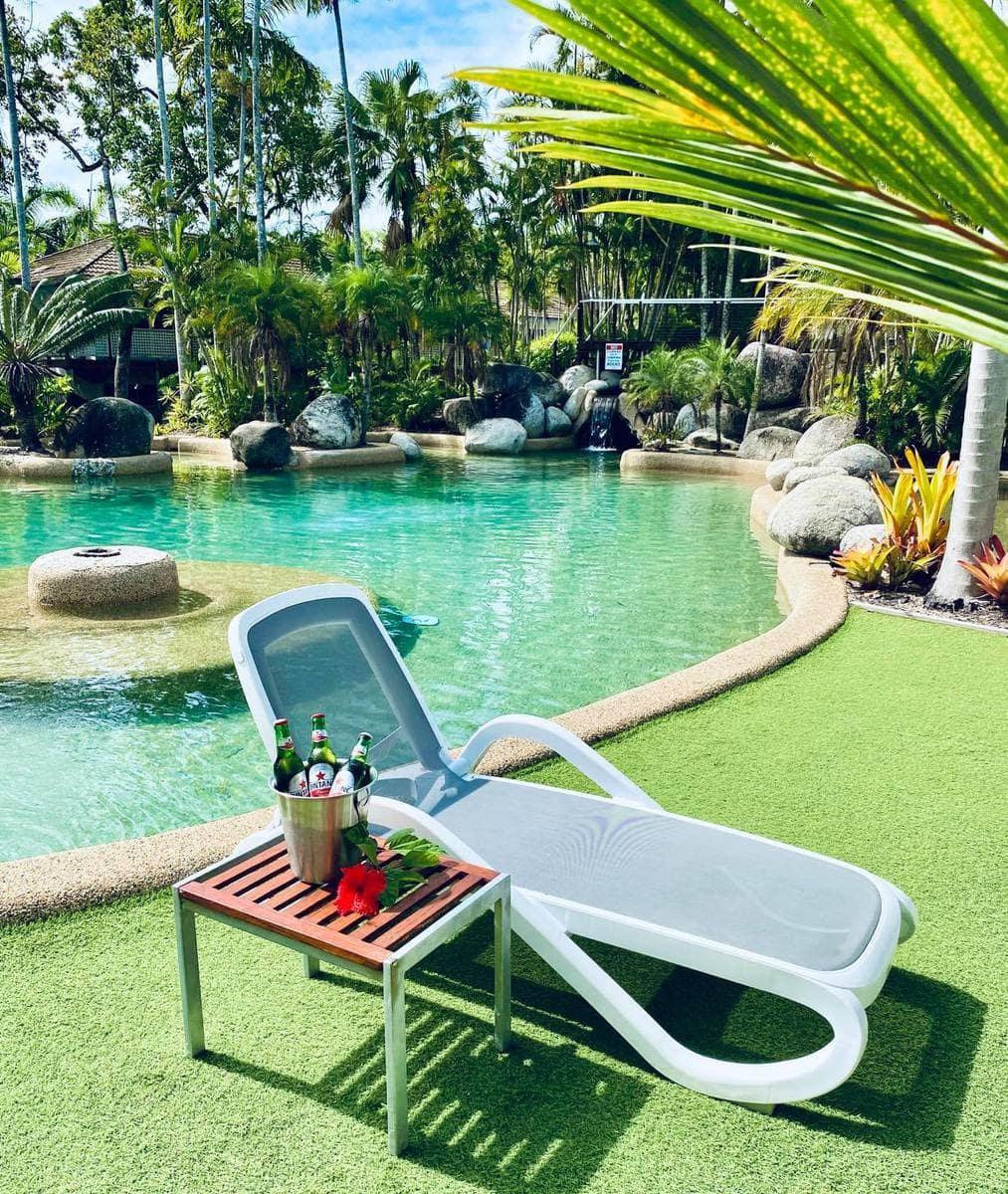 rachel's pool bar & restaurant